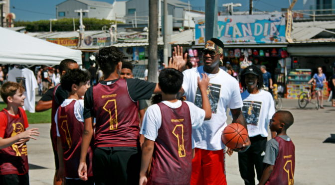 FORMER LOS ANGELES LAKERS GUARD SMUSH PARKER HOSTS ELITE BASKETBALL CLINIC AT VENICE BEACH